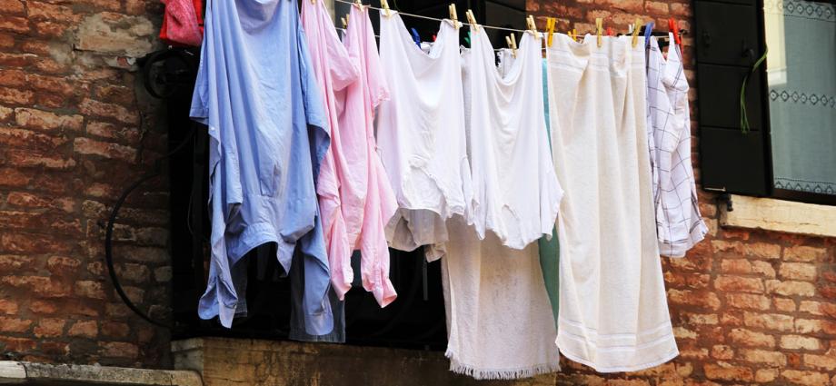 Колко често трябва да перете дрехите си?