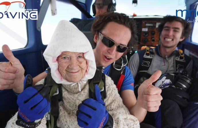102-годишна баба скочи с парашут и постави рекорд