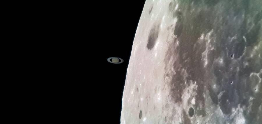"""""""Срещата"""" на Сатурн и Луната през обектива на Samsung Galaxy S8"""