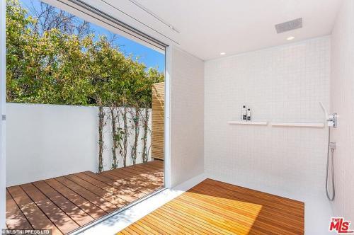 Орландо Блум обяви за продажба имението си в Лос Анджелис